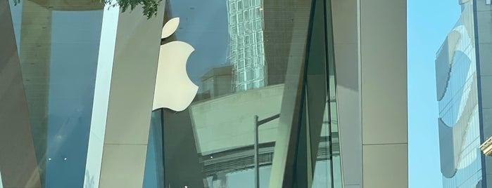 Apple Store is one of Locais curtidos por Jonathon.