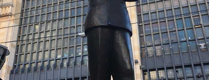Monumento a Carlos Gardel is one of Alexandra'nın Kaydettiği Mekanlar.