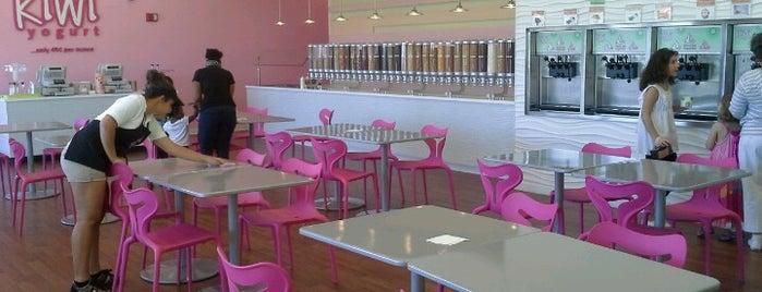 Kiwi Frozen Yogurt is one of สถานที่ที่ Wendy ถูกใจ.