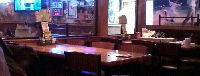 Applebee's Grill + Bar is one of Orte, die Shanda gefallen.