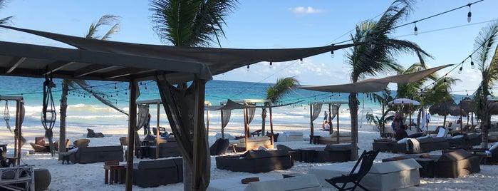 Los Amigos Beach is one of สถานที่ที่ Julian ถูกใจ.