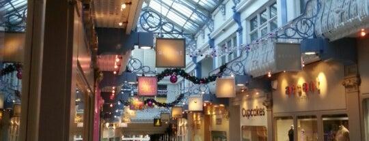 Queens Arcade is one of สถานที่ที่ Chery San ถูกใจ.