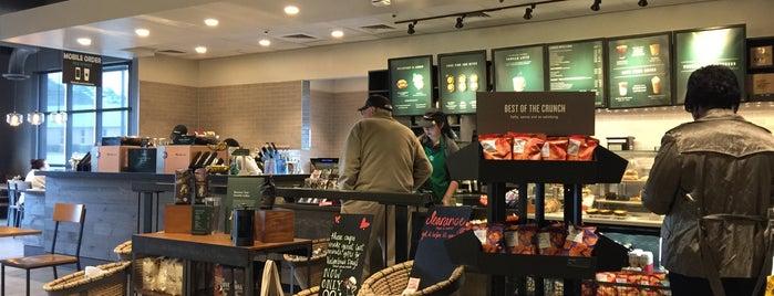 Starbucks is one of Orte, die Derrick gefallen.