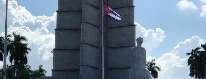 Plaza de la Revolución is one of Posti che sono piaciuti a Carl.
