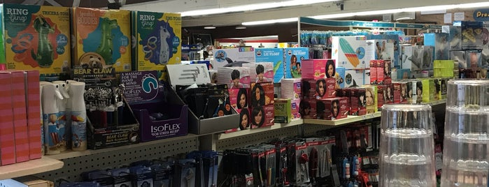 White's Drug & Department Store is one of Posti che sono piaciuti a Kerri.