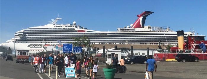 NY Waterway Ferry - Red Hook/Atlantic Basin Terminal is one of Orte, die IrmaZandl gefallen.