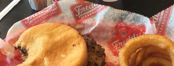 Freddy's Frozen Custard & Steakburgers is one of Bill'in Beğendiği Mekanlar.
