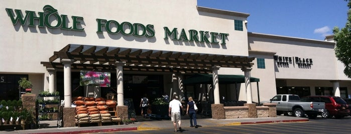 Whole Foods Market is one of Lieux qui ont plu à ᴡ.