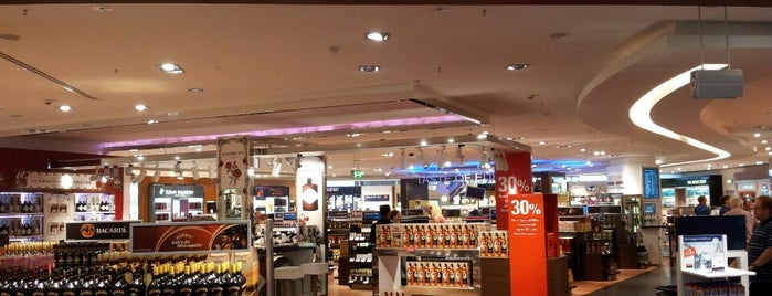 Heinemann Duty Free Shop is one of Orte, die Mishutka gefallen.