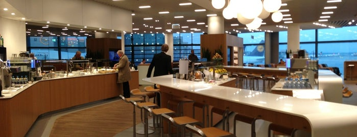 Lufthansa Business Lounge A13 is one of Vangelis'in Beğendiği Mekanlar.