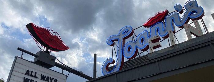 Joann's Fine Foods is one of สถานที่ที่ Andrew ถูกใจ.
