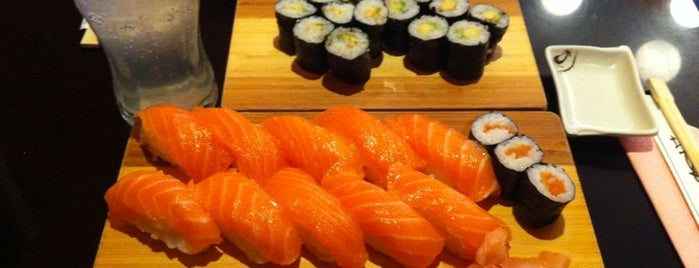 Natsu Sushi is one of Lugares favoritos de Cem.