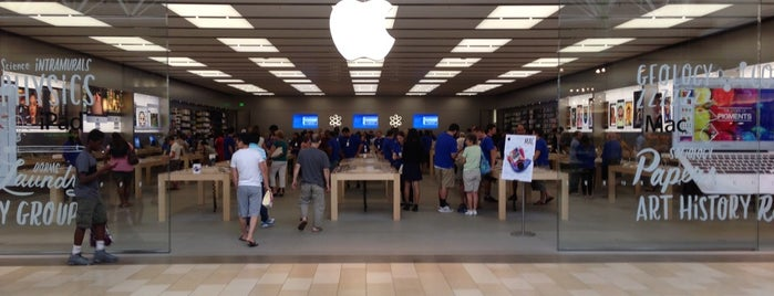 Apple Christiana Mall is one of Lieux qui ont plu à Alberto J S.