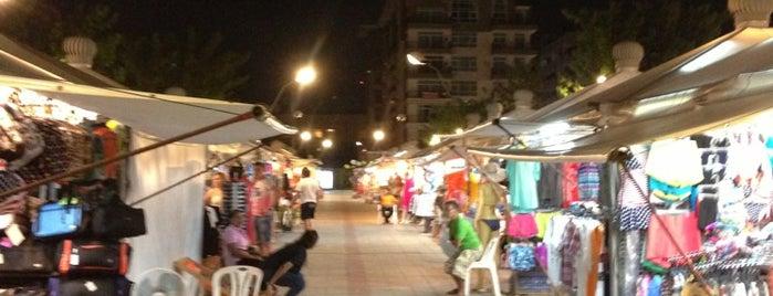 Pattaya Park Night Plaza is one of Locais curtidos por Max.