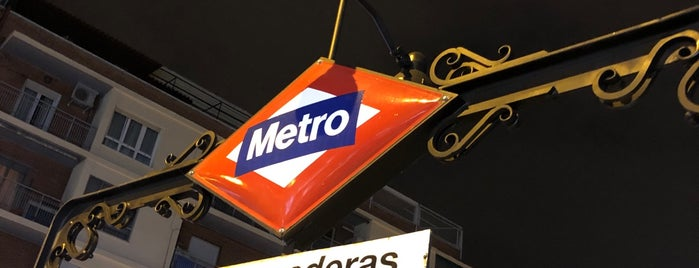 Metro Valdeacederas is one of Transporte.