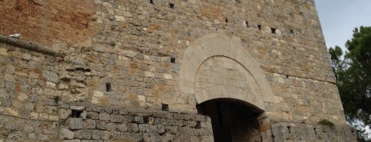 Porta di San Gimignano is one of Trips / Tuscany and Lake Garda.