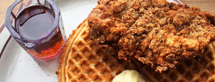 Fat's Chicken & Waffles is one of Locais salvos de Ashleigh.