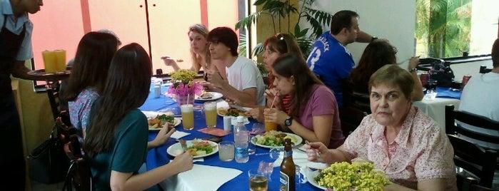 Tinhos Restaurante is one of Posti che sono piaciuti a Roger.