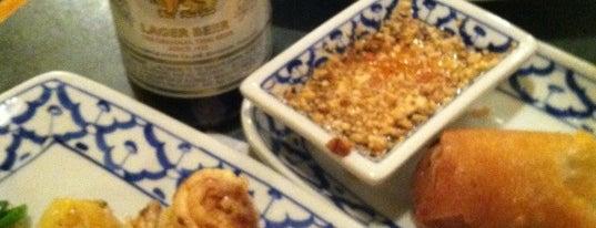 Ruam Mit Thai Cafe is one of Locais salvos de Jonathan.