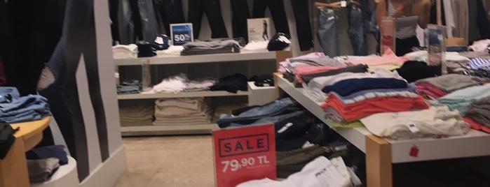 Gap is one of Must-visit Giyim Mağazaları in Antalya.