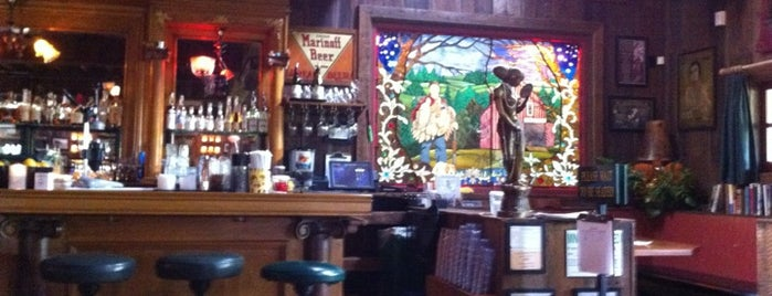 McMenamins Rock Creek Tavern is one of Lugares favoritos de Rosana.