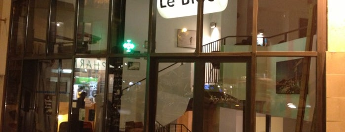 Le Bloc is one of Batignolles-Clichy-Epinettes must do.