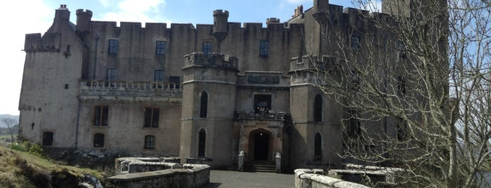 Dunvegan Castle & Gardens is one of Tempat yang Disukai Ralph.
