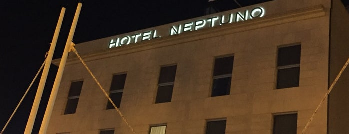 Neptuno Hotel Valencia is one of Tempat yang Disukai Richard.