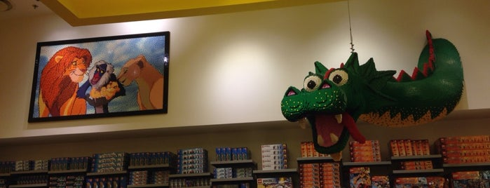 Lego Store is one of Orte, die Winnie gefallen.