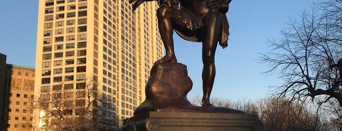 Goethe Statue is one of Locais curtidos por Jenn.