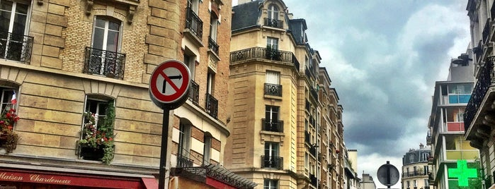 Le Silence de la Rue is one of Paris je t'aime.