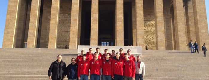 KSK Basketbol Kulübü is one of Locais curtidos por Didem.
