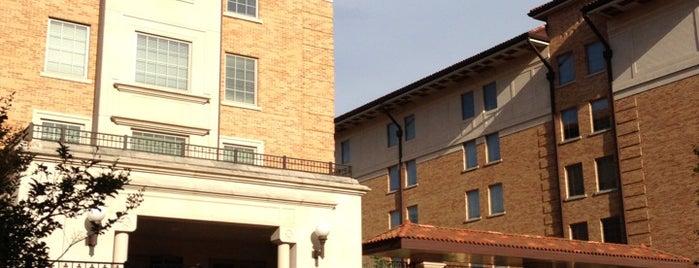 San Jacinto Residence Hall (SJC) is one of Jessica'nın Beğendiği Mekanlar.