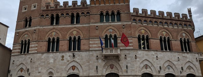 Piazza Dante Alighieri is one of Alessandro : понравившиеся места.
