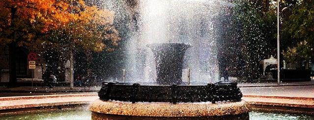 Фонтана пред Президентството is one of Lugares favoritos de 83.