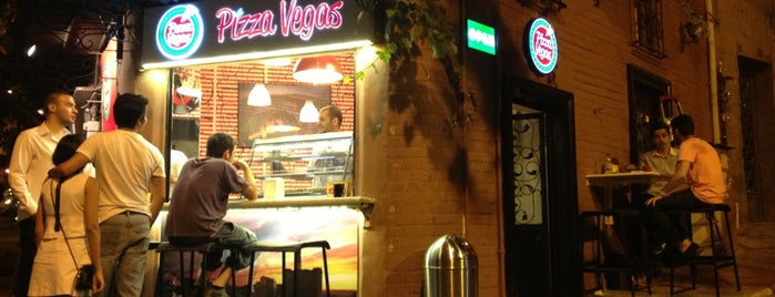 Pizza Vegas is one of Locais curtidos por Baturalp.