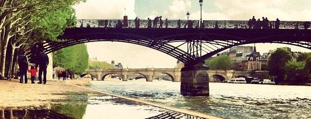 Pont des Arts is one of Lugares donde estuve en el exterior.