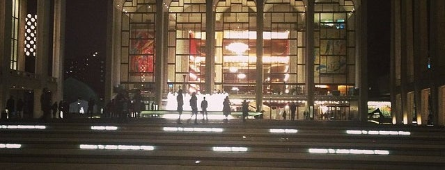 Lincoln Center for the Performing Arts is one of Nova York.