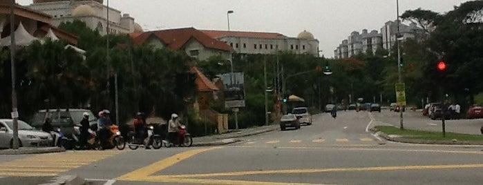 Kompleks Kerajaan Jalan Duta is one of b.