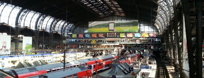 Hamburg Hauptbahnhof is one of Lieux qui ont plu à Jana.