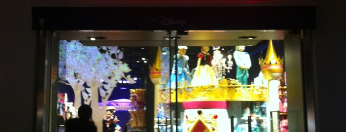 Disney Store is one of Lieux qui ont plu à Hilton.
