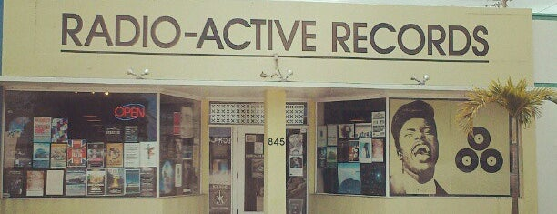 Radio Active Records is one of Orte, die Crystal gefallen.