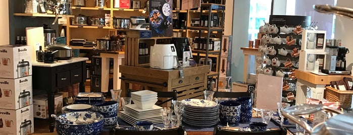Williams-Sonoma is one of Tempat yang Disukai R.