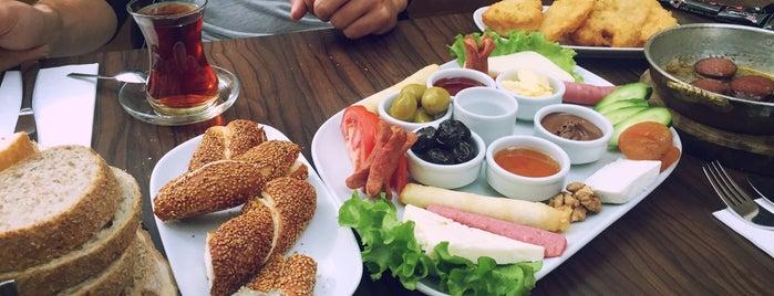 Papatya Cafe & Bakery is one of สถานที่ที่ Zeynep ถูกใจ.