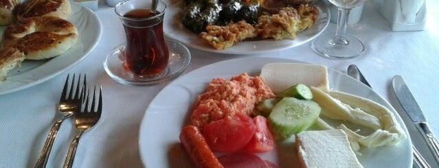 Sarıyer Riva Restaurant is one of Lugares favoritos de Vahit.