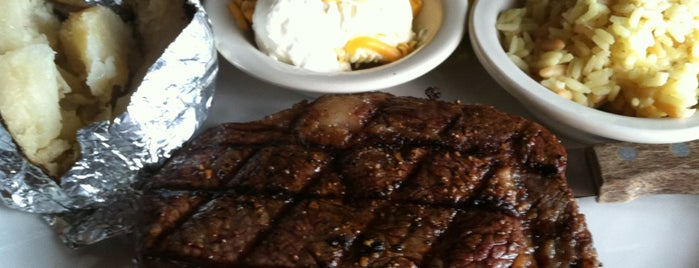 The Edge of Texas Steakhouse and Saloon is one of Orte, die Mary Hobb gefallen.