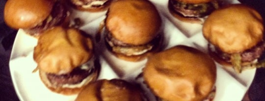 Umami Burger is one of Locais curtidos por Emma.