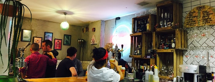 CUXTA Antojitos-Beer & Shop is one of Ira 님이 저장한 장소.
