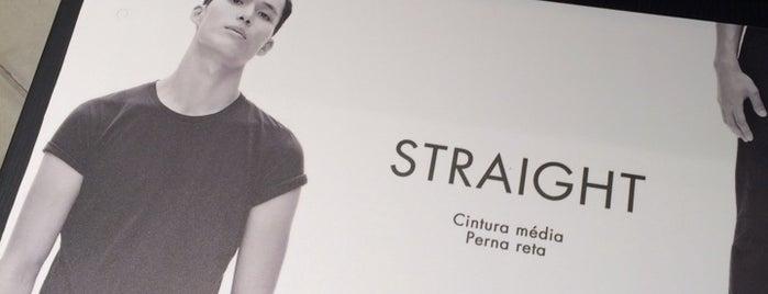 Calvin Klein Jeans is one of สถานที่ที่ Cristi ถูกใจ.
