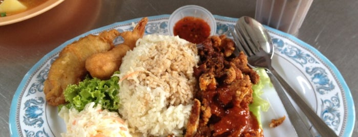 Selera Sim Food & Drinks Service Centre (沈饮食服务中心) is one of Penang | Eats.